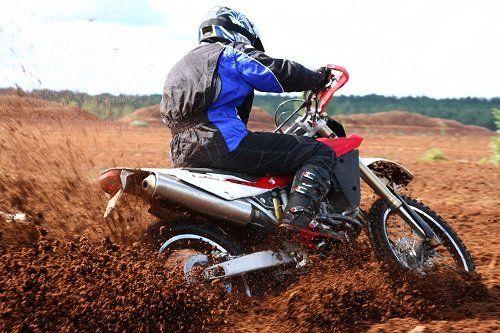Motociclista in azione