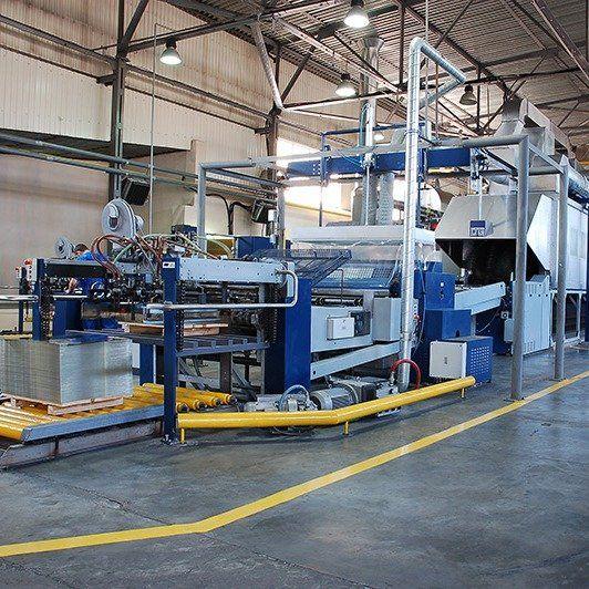 manufacturing company, conveyor line