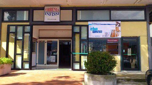 Esterno del Tirrenia Infissi - Porte Finestre Persiane a Cava de' Tirreni