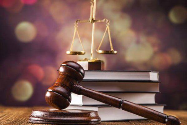 Mallet, codice giuridico e scale di giustizia. Nozione di diritto, le riprese in studio