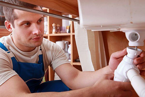 A contractor finishing plumbing repair service in Somerset, KY
