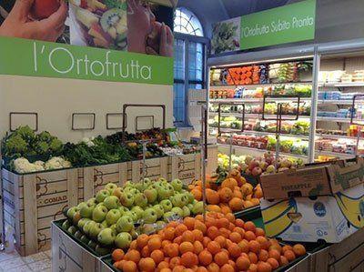 Bancone e refrigeratore commerciale per frutta e verdura