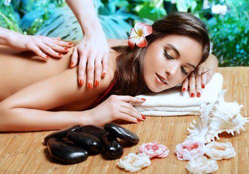 ragazza durante un massaggio rilassante