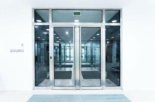 Porta di accesso di doppio foglio di alluminio e vetro