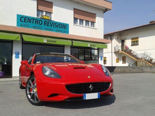 una Ferrari rossa