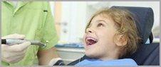 visita dentistica a una bambina