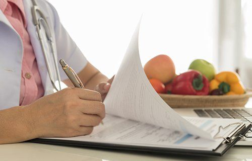 Nutrizionista scrive un documento