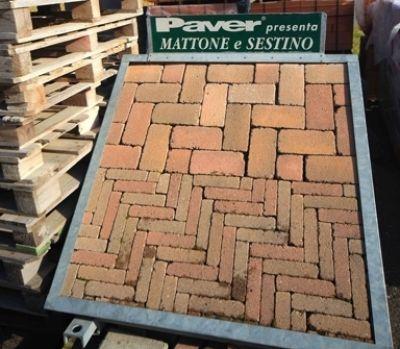 espositore di mattoni Paver