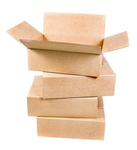 pila di scatole in cartone