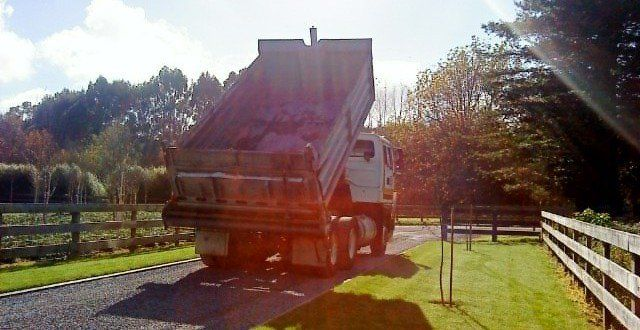 paving and asphalt services specialist laying tar in Waikato