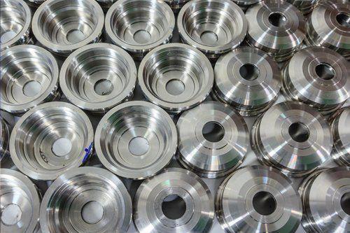 articoli in metallo filettati