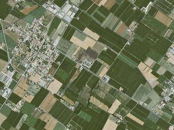 visuale aerea di una zona agricola