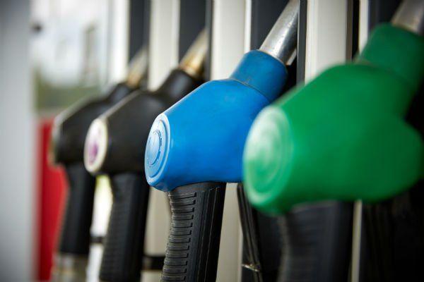 delle pistole di un distributore di benzina