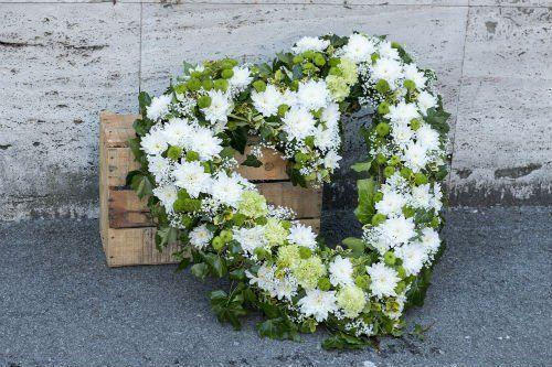 corona fiori bianchi