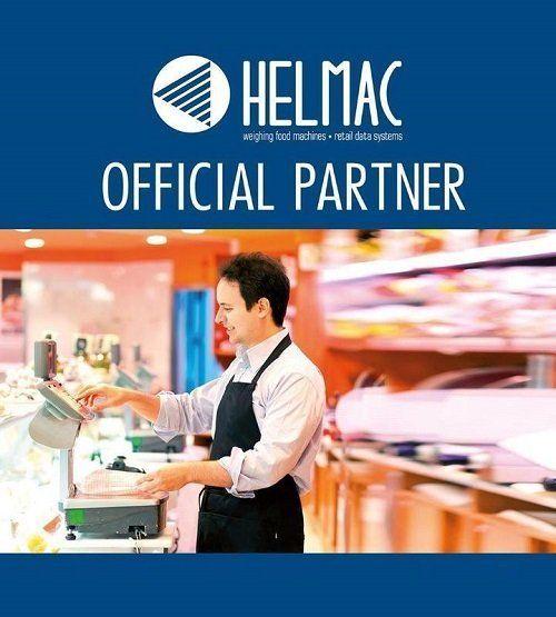 un commesso che pesa gli alimenti su una bilancia e la scritta helmac official partner