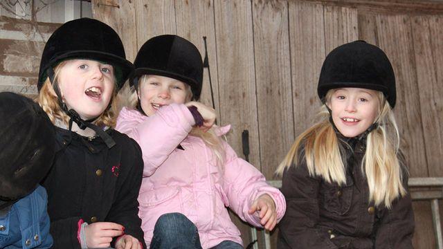 Kinderfeestjes met pony's  op de EEPM manege in Eindhoven