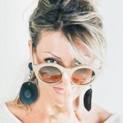 Donna con gli occhiali da sole a Torino
