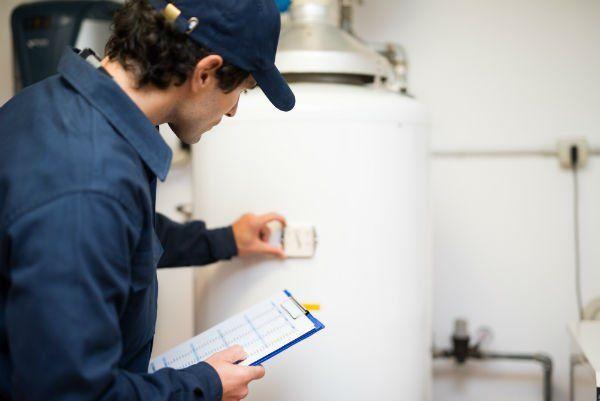 Riparazione idraulico Riscaldatore ad acqua calda