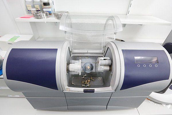 Un macchinario odontoiatrico