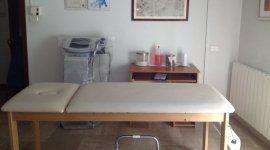 lettino fisiokinesiterapia,centro medico, riabilitazione fisica,