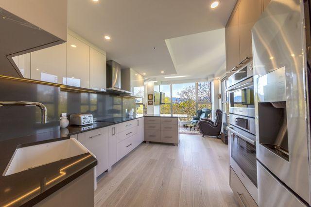 560 Nicola Coal Harbour Kitchen Design & Renovations Vancouver