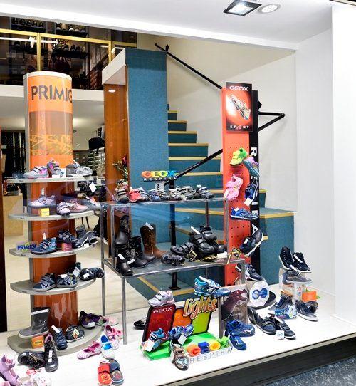 Scarpe comode alla moda per i bambini a Torino