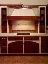 una cucina a blocco di color bianco e rosso