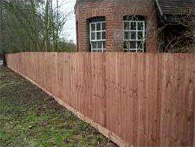 garden-fencing-north-london-argoss-fencing-&-property-maintenance-brown-wooden-fence