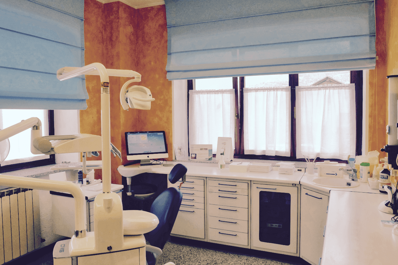 Ortodonzia saint pierre ao mittmann dr dieter for Arredamento laboratorio odontotecnico