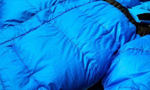 un giubbotto azzurro