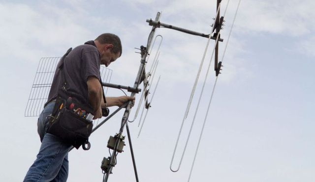 Expert in Freeview aerial services at work in Tauranga