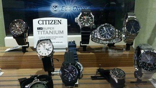 esposizione orologi a marchio CITIZEN