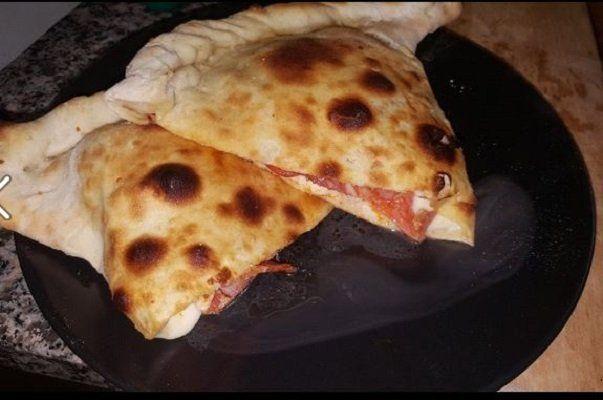 Due pizze Calzone con il prosciutto