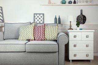 divano grigio con cuscini a catania