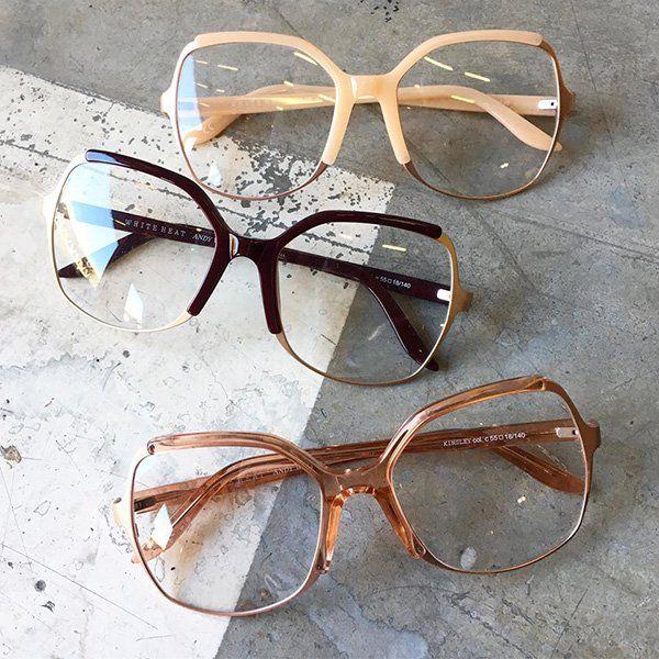 tre paia di occhiali di diversi tipi e colori