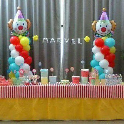 Vista del tavolo celebrativo e decorazioni per festa di compleanno per bambini a Bari
