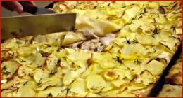 locale con pizza
