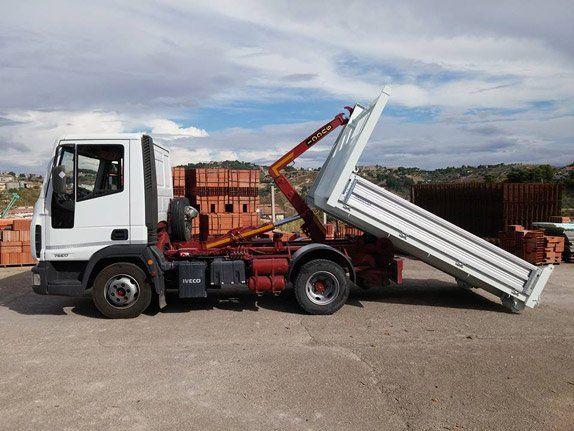 Servizio di noleggio e di trasporto dei cassoni scarrabili a San Cataldo