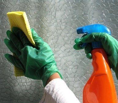 pulizia appartamenti, lavaggio divani, lucidatura di marmo