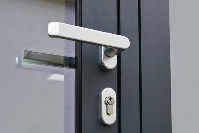 serratura porta in ferro