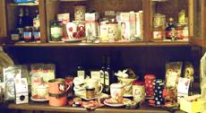 assortimento prodotti erboristici su uno scaffale