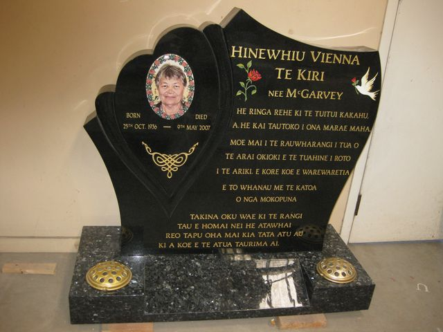 An Auckland grave with one of our granite icons