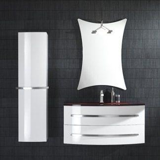 un set di mobili da bagno di color bianco e uno specchio a muro