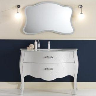 uno specchio al muro con finiture di color bianco e un mobile da lavabo