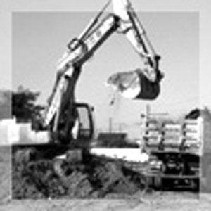 trattore che scava