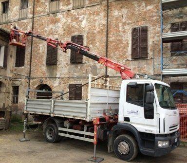 Camion con cestello, ponteggio per edilizia