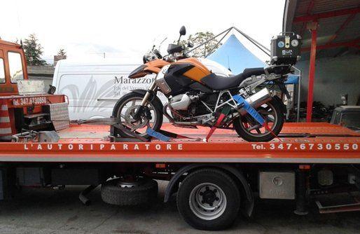 motocicletta trasporto su camion