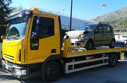 macchina trasporto su camion