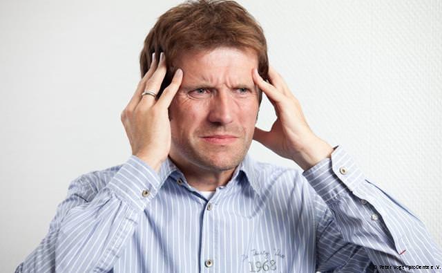 Schläfen- und Ohrenschmerzen sind häufige Symptome bei Kiefergelenksproblemen
