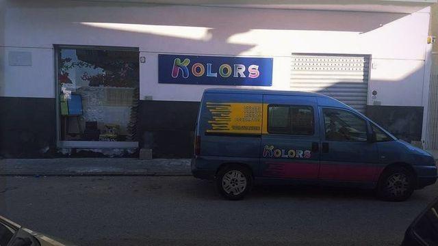 Vetrina e furgoncino di Kolors